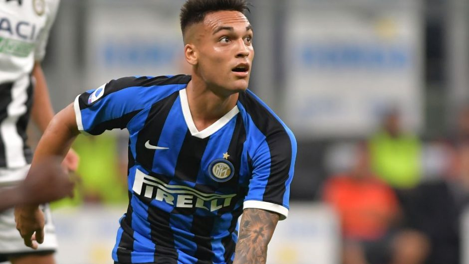 Barcelona on verge of completing record deal for Lautaro Martinez