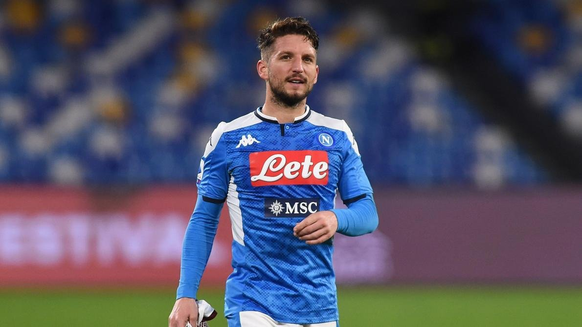 Dries Mertens snubs Chelsea to sign a new deal with Napoli