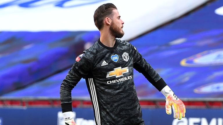Solskjaer warns David De Gea he could be dropped after costly error vs Chelsea