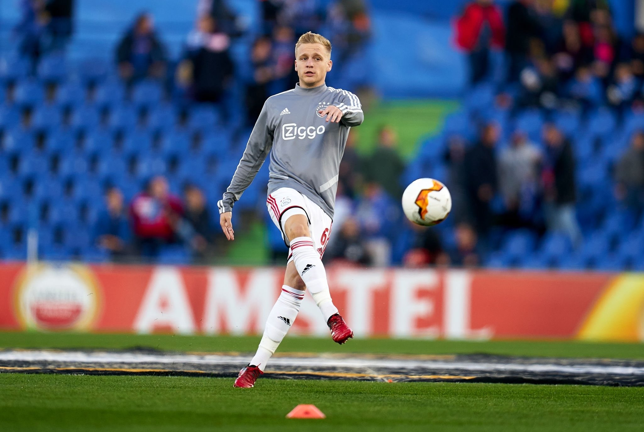 Man Utd agree £40m fee to sign Van de Beek with player to sign five-year deal