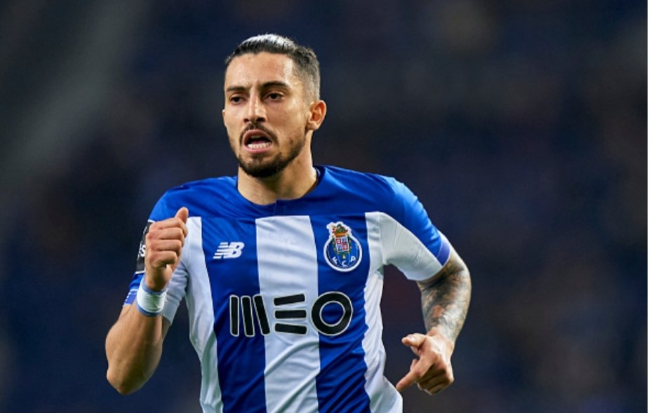 Man Utd make opening bid for Porto star Alex Telles