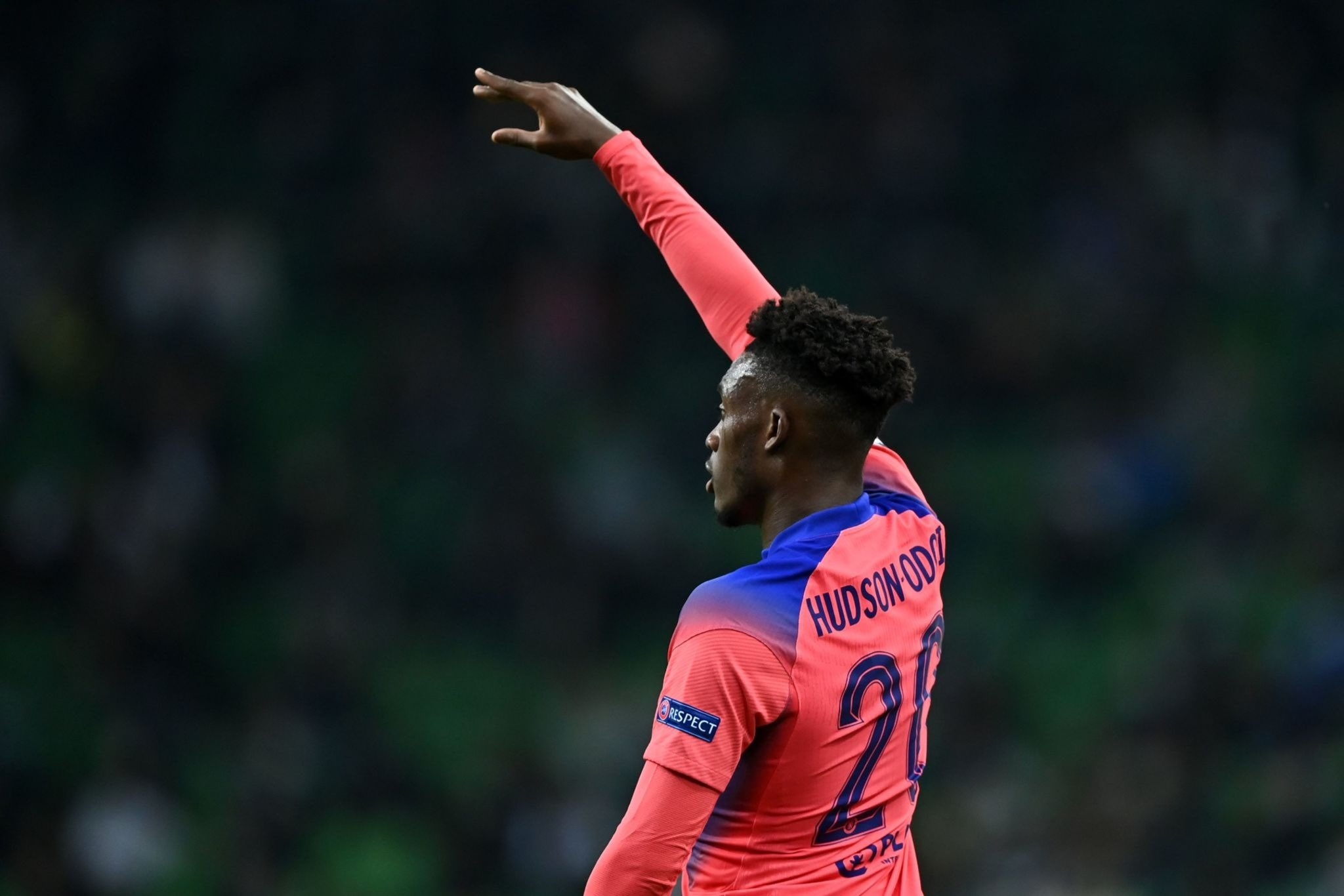 Lampard provides Hudson-Odoi injury update after he is spotted with ice on his leg