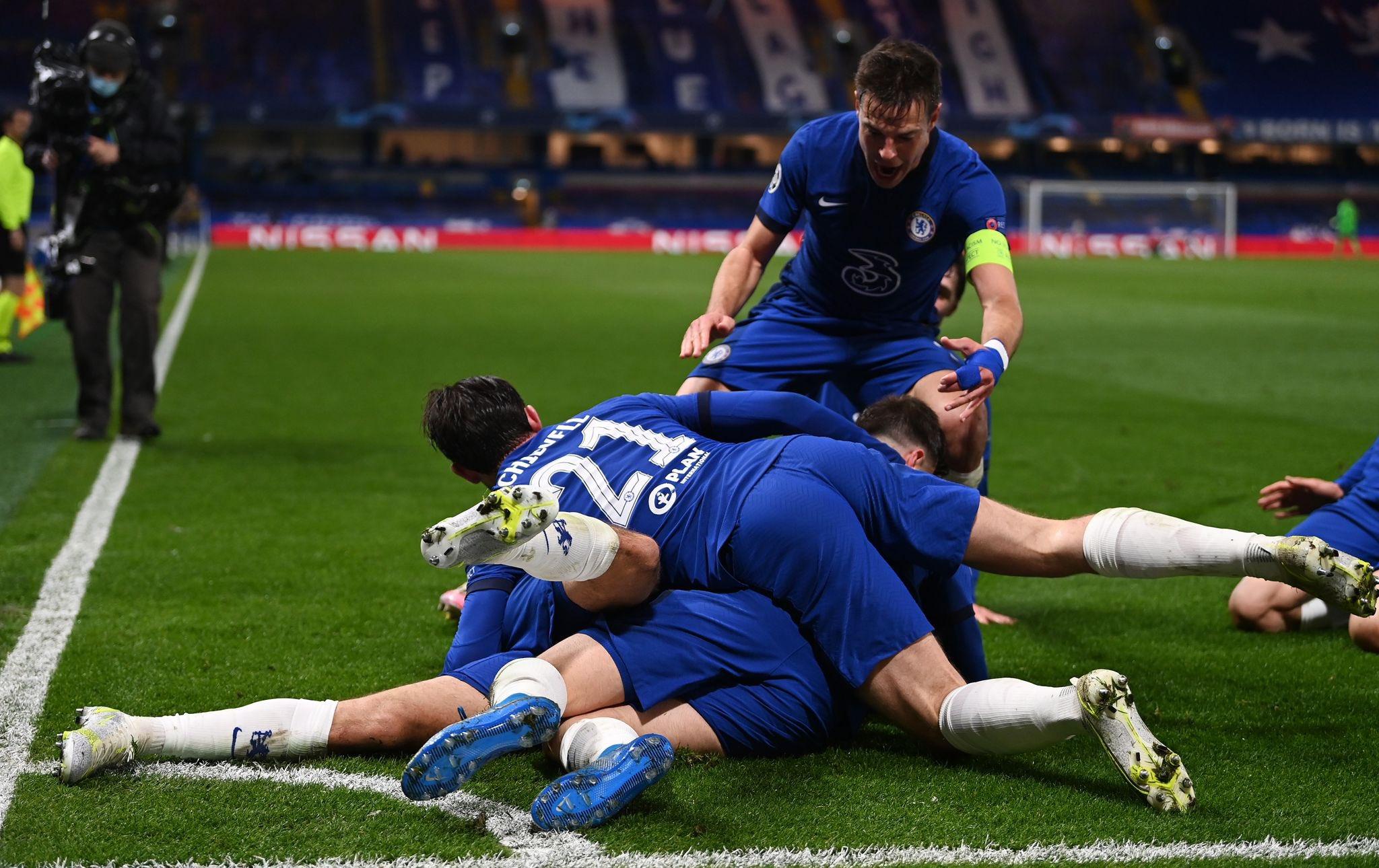 Fabregas & Didier Drogba with joyous reaction as Chelsea reach Champions League final