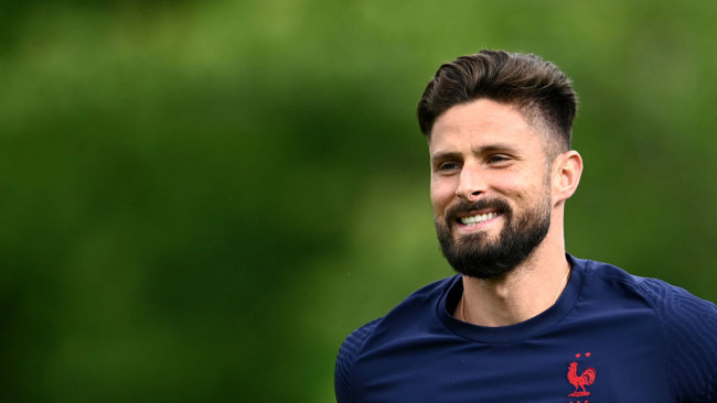 Giroud hints at AC Milan switch despite Chelsea contract extension