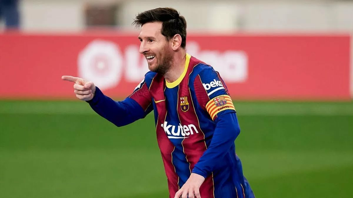 Lionel Messi finally agrees new two-year Barcelona contract to end transfer speculation