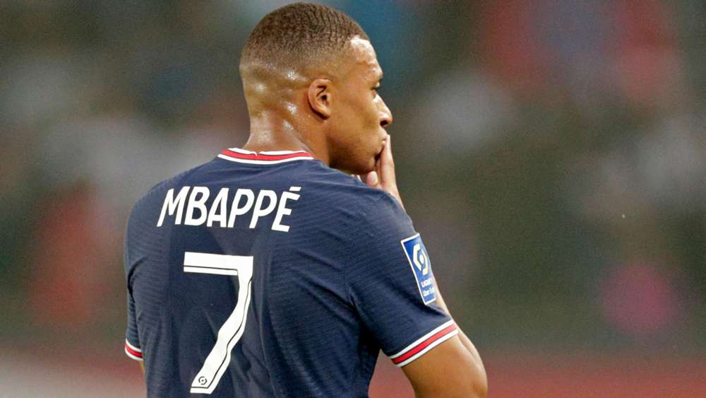 Toni Kroos drops Mbappe to Real Madrid hint & discusses Messi exit weakening Barcelona