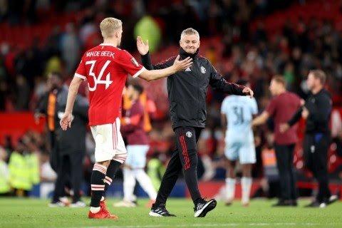 Casey Stoney criticises Van de Beek after costly mistake in West Ham defeat